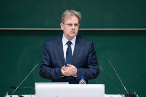 Prof. Dr. Andreas Föhrenbach, Vorsitzender des VDI Nordbaden-Pfalz, eröffnete den ersten INGENIEURTAG in der Metropolregion Rhein-Neckar im Audimax der DHBW Mannheim.