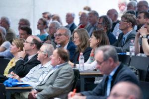 Die Kompetenzen des Ingenieurs der Zukunft standen im Mittelpunkt des ersten Vortrages von Dr.-Ing. Udo Scheff. Das Auditorium war bis auf den letzten Platz gefüllt. Unter den Zuhörern auch Dr.-Ing. Christiane Buchner, Geschäftsstellenleiterin des VDI Landesverbandes Rheinland-Pfalz und Stefan Gelb, Abteilung Regionen und Netzwerke der VDI Hauptgeschäftsstelle in Düsseldorf.