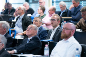 """""""Dem Ingenieur ist nichts zu schwer"""", auch nicht die Herausforderungen der Industrie 4.0. Das bewies das große Interesse der Teilnehmer an den Vorträgen rund um das Trendthema """"Smart Production"""" beim INGENIEURTAG 2019 in Mannheim."""