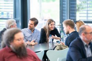Das gemeinsame Mittagessen in der Mensaria der DHBW Mannheim bot einen gelungenen Rahmen für den fachlichen und persönlichen Austausch. Studierende waren hier auch im Gespräch mit Schulabgänger*innen, die nach Informationen aus erster Hand zu möglichen Studienoptionen suchten.