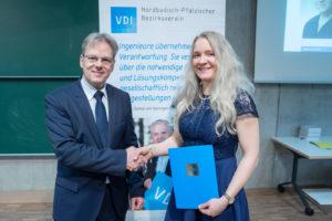 Im Rahmen des INGENIEURTAGES 2019 wurde Franziska Renner der Engagement Preis 2019 des VDI Nordbaden-Pfalz verliehen. Im Audimax der DHBW Mannheim hielt Prof. Dr. Andreas Föhrenbach, Vorsitzender des VDI Nordbaden-Pfalz, die Laudatio und überreichte der Studentin der Biotechnologie an der Hochschule Mannheim die mit einem Preisgeld von € 500 dotierte Auszeichnung.